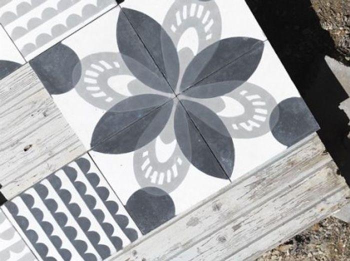 Des carreaux de ciment noir et blanc pour un sol ou un mur ultra tendance