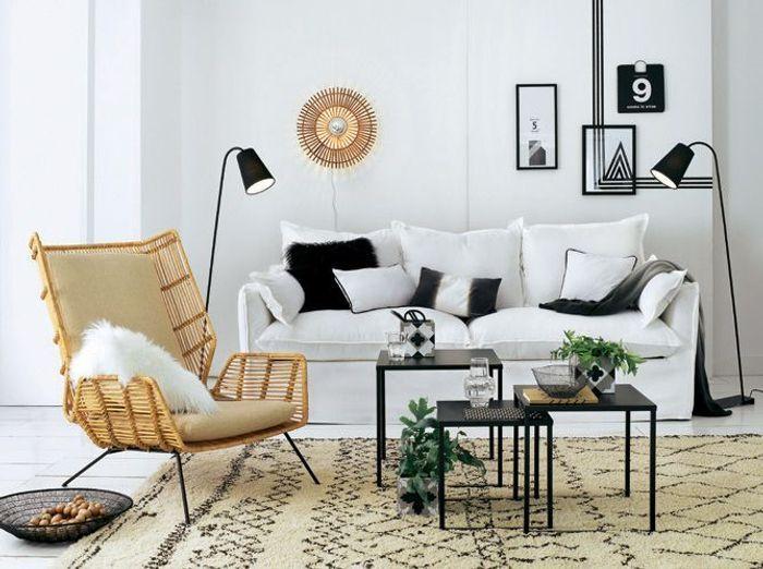 Un salon blanc qui mise sur des accessoires noirs