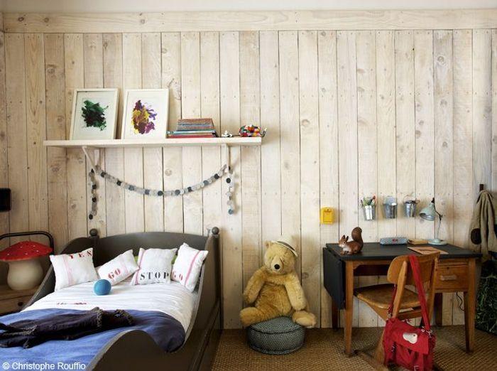 Chambre garcon murs lambris