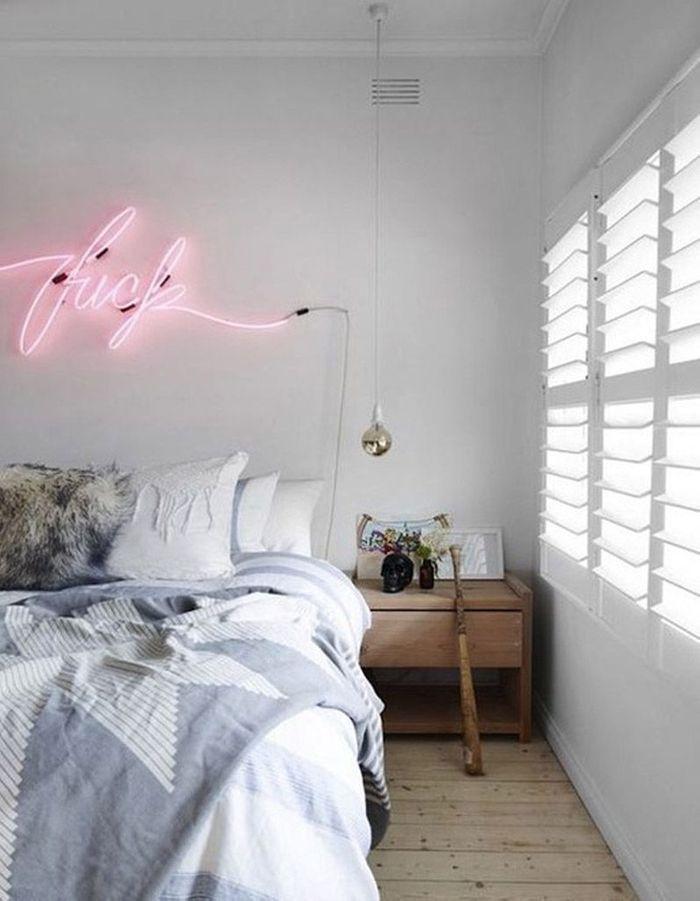 Une tête de lit lumineuse