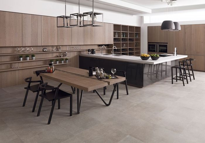 Une cuisine double en bois et noir