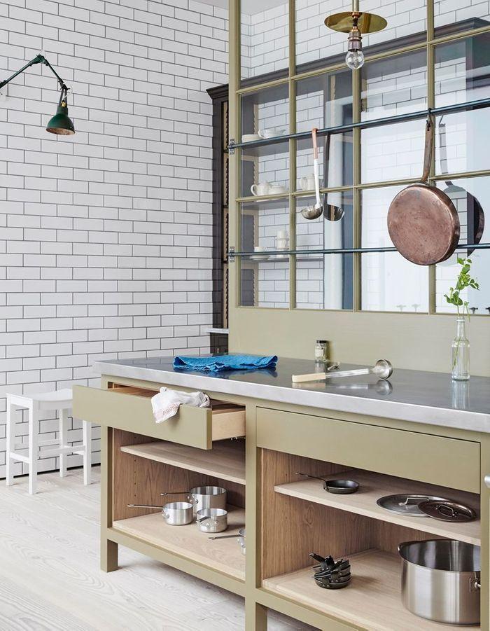 Une cuisine style factory avec verrière
