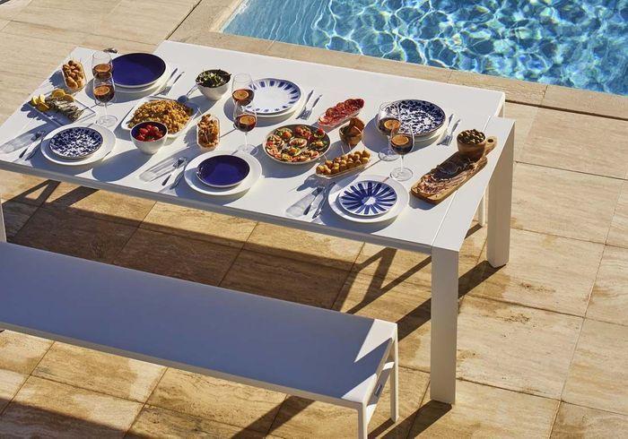 Une déco de table d'été qui mise tout sur les assiettes