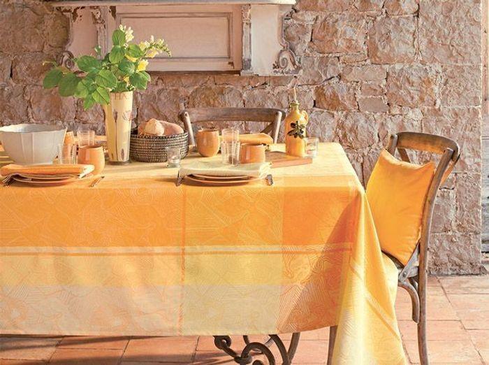 Craquez pour un camaïeude jaune sur votre déco de table champêtre