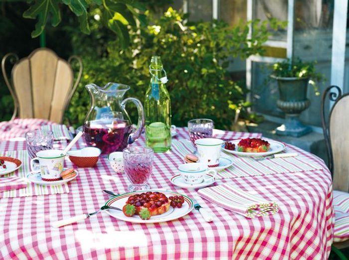 Préférez le motif vichy sur votre déco de table champêtre