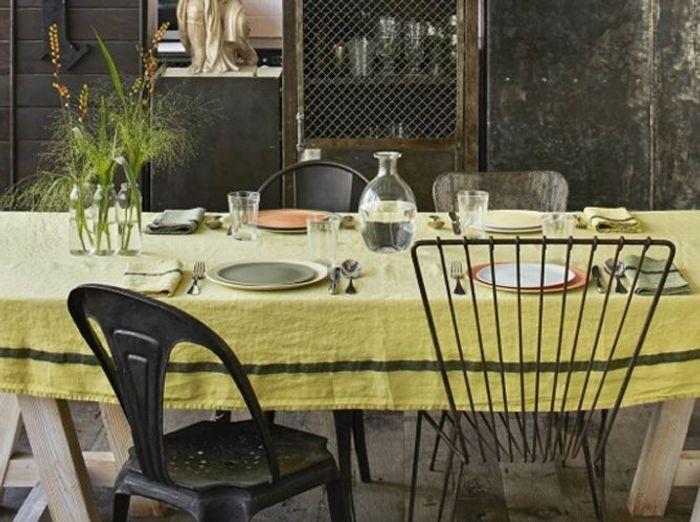 Privilégiez le lin sur une déco de table champêtre