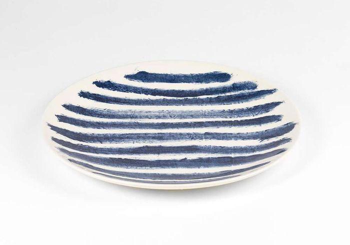 Vaisselle design : une assiette rayée