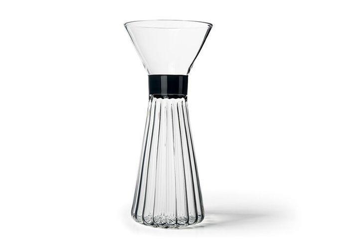 Vaisselle design : une carafe stylisée
