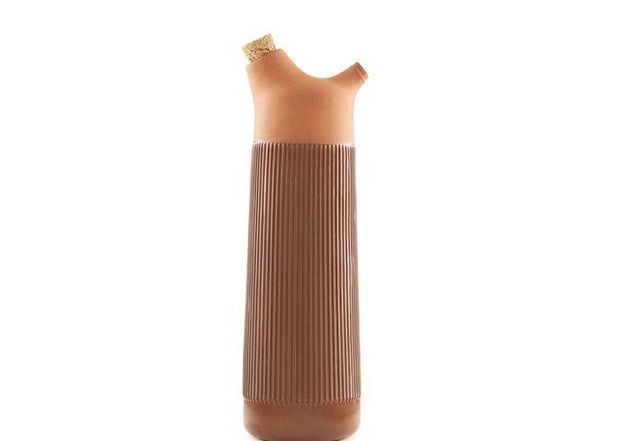 Vaisselle design : une carafe terracotta