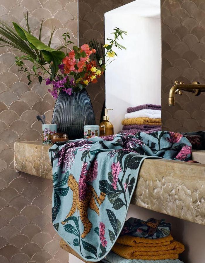 Une serviette H&M Home
