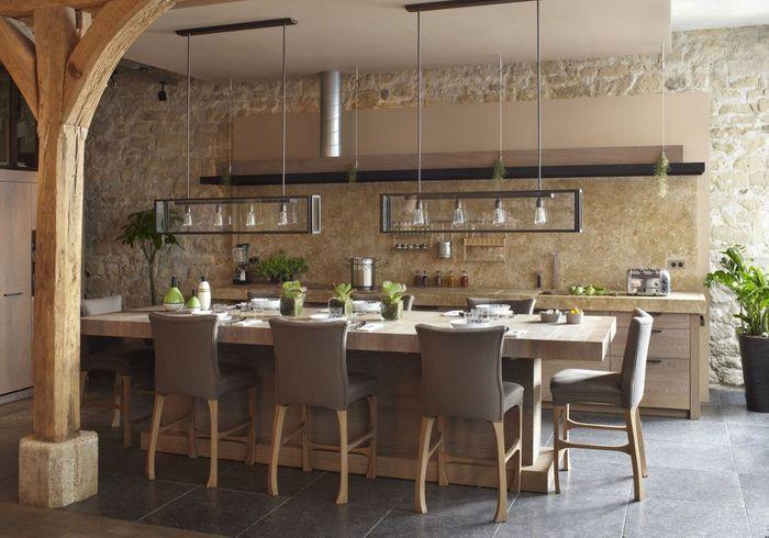 Une cuisine ouverte avec table XXL