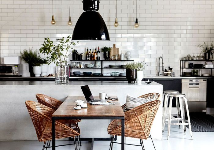 Une cuisine ouverte qui permet d'exposer sa vaisselle
