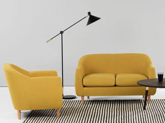 Un petit canapé jaune