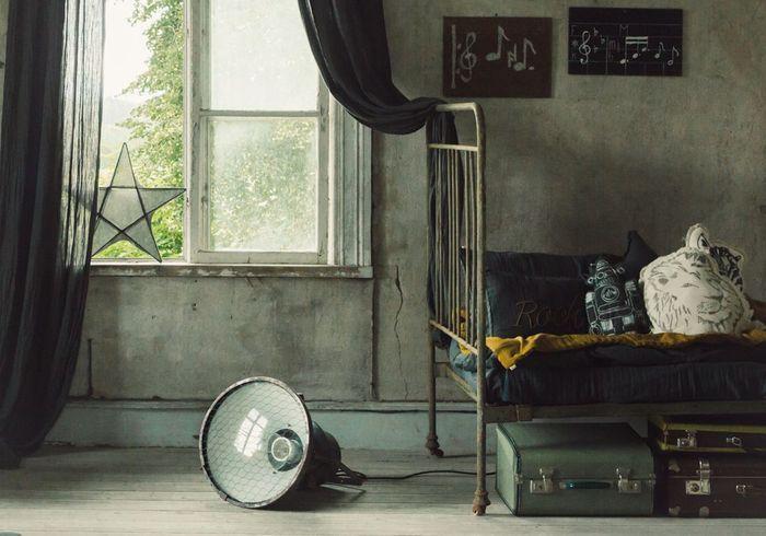 Des malles vintage à glisser sous le lit
