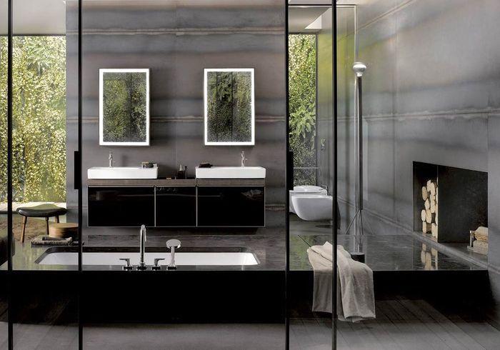 Une salle de bains grise avec baignoire majestueuse