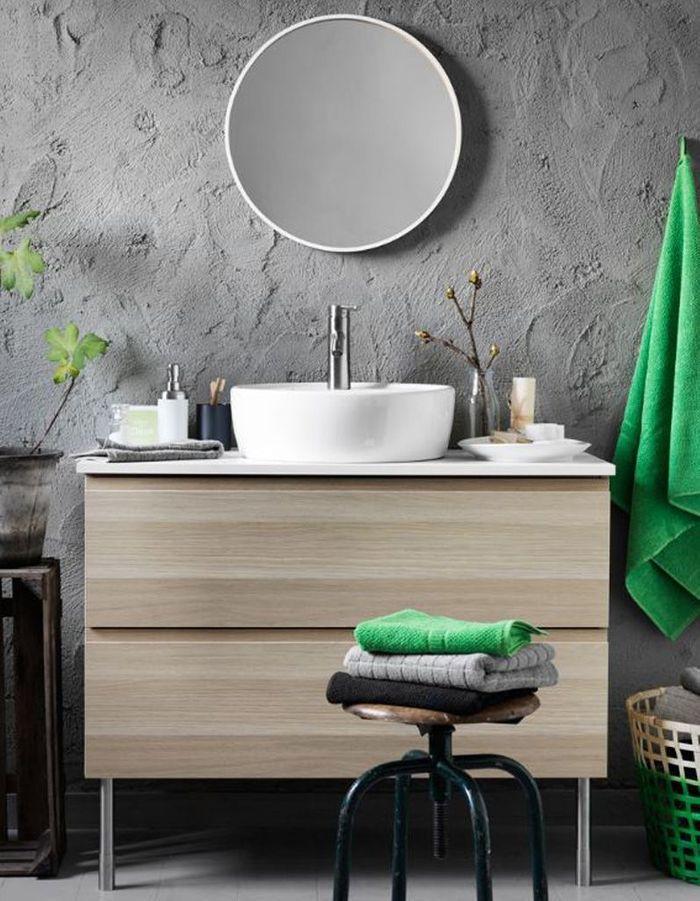 Une salle de bains grise effet béton