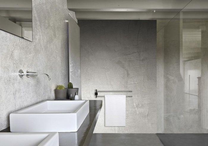 Une salle de bains grise minimaliste