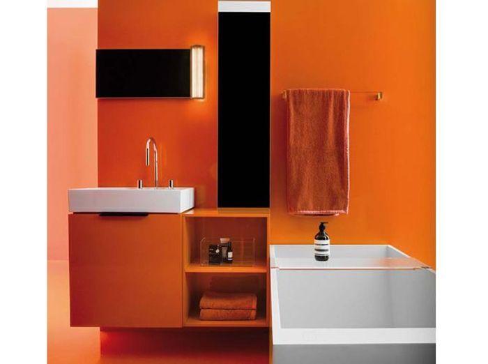 Salle de bains orange laufen