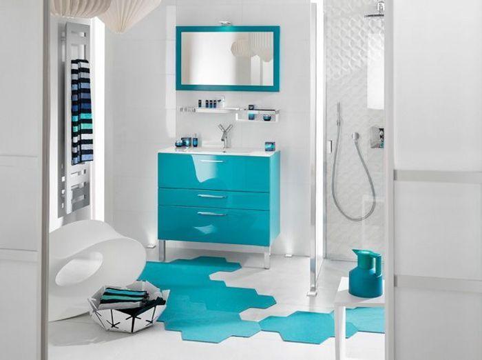 Salle de bains bleue delpha