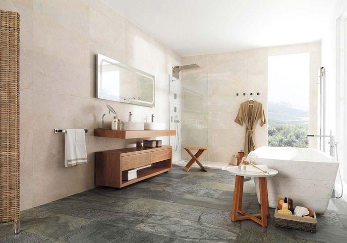 Un sol de salle de bains en ardoise