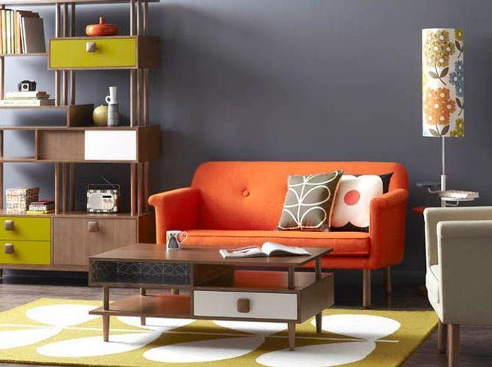 Kaki et orange pour un salon rétro