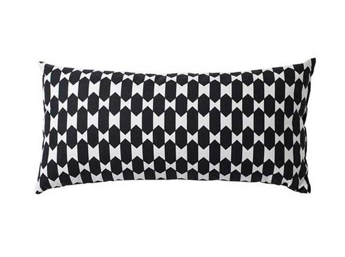 Un coussin graphique noir et blanc