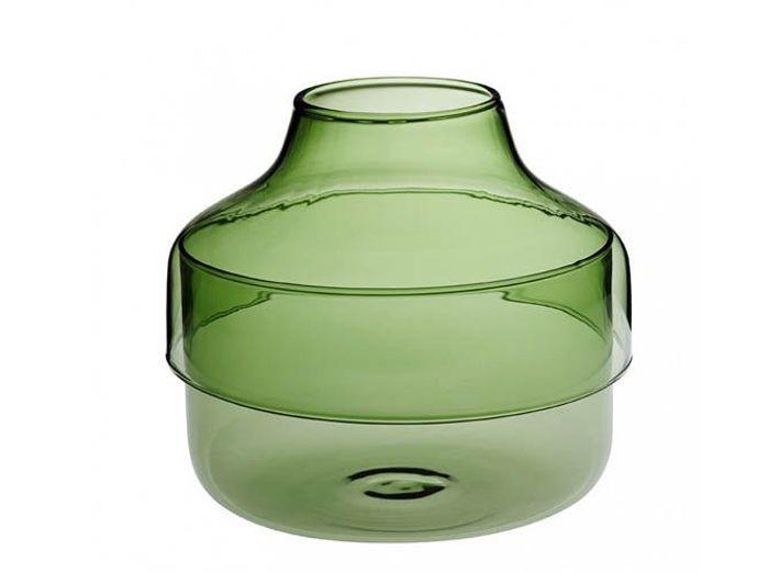 Un vase transparent vert forêt