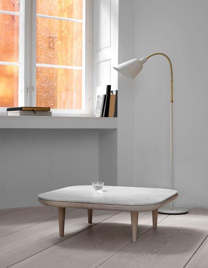 Table basse en bois et marbre blanc