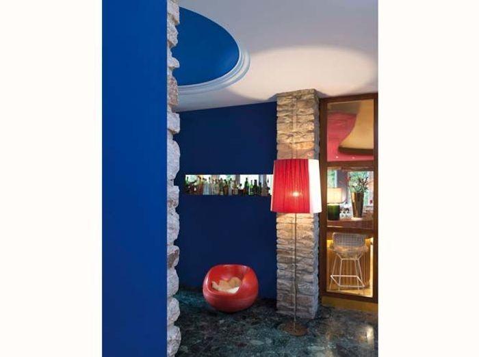Une peinture Bleu Klein pour mon salon