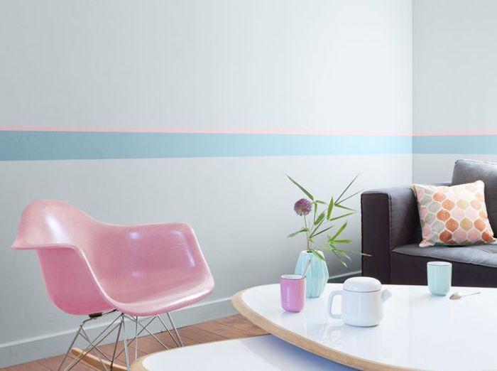 Une peinture grise rehaussée par du bleu et du rose pour mon salon