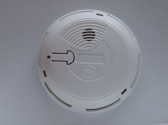 Le détecteur de fumée connecté à un centre d'assistance
