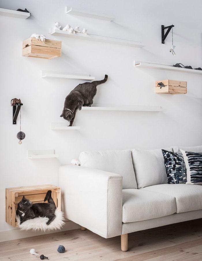Des cagettes Ikea détournées en rangements muraux
