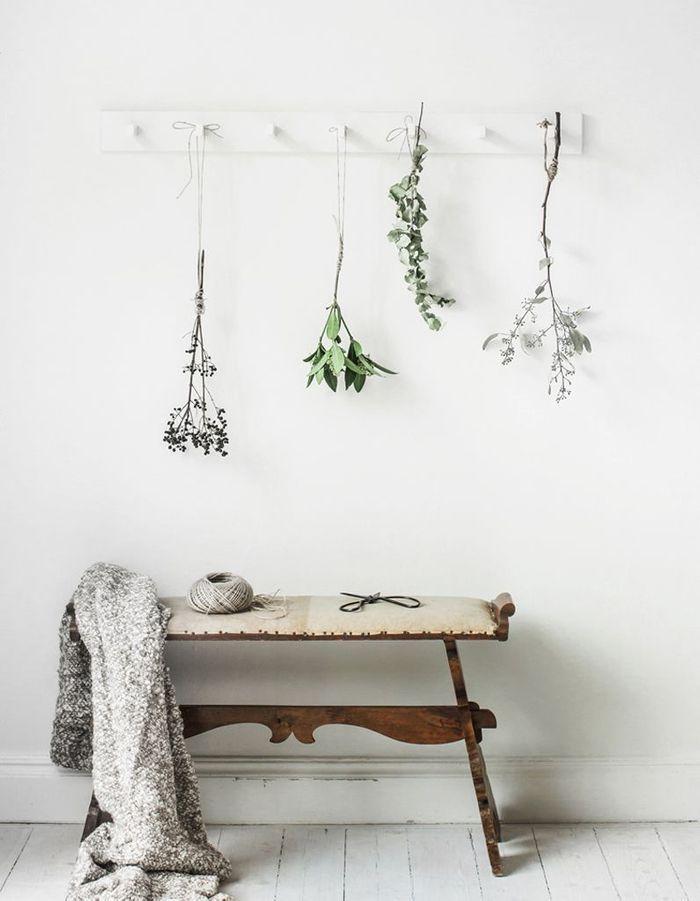 Un porte-manteau Ikea détourné en suspension florale