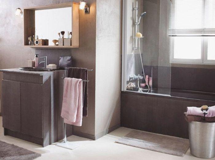 Le taupe dans la salle de bains