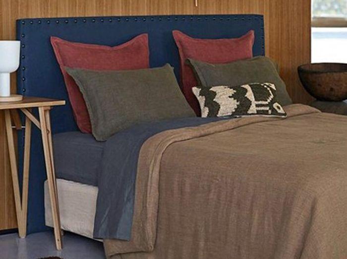 Un couvre-lit taupe