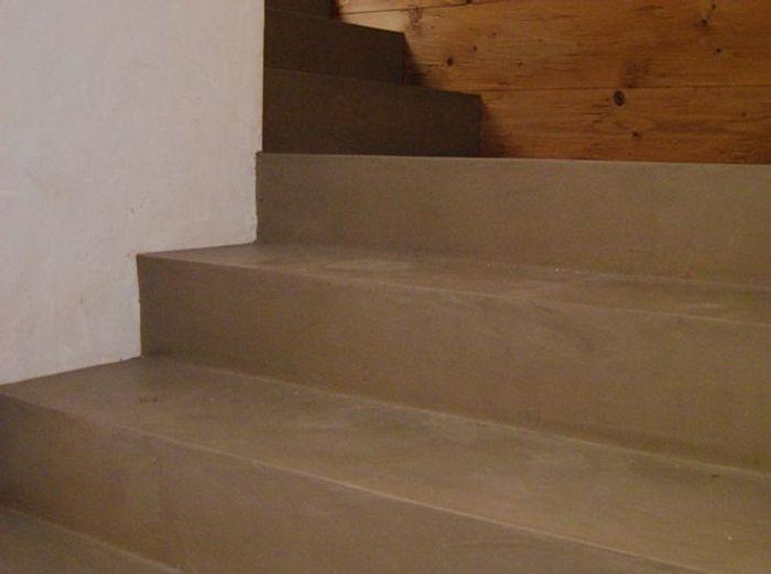 Un escalier taupe