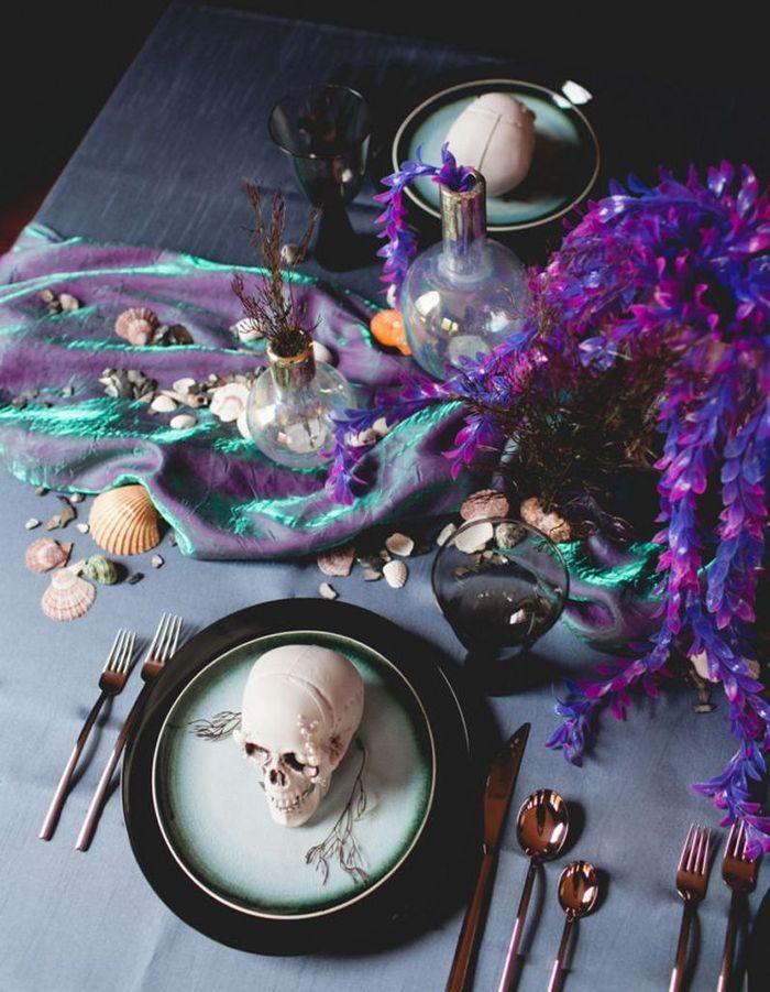 Décoration Halloween : la décoration de table violette