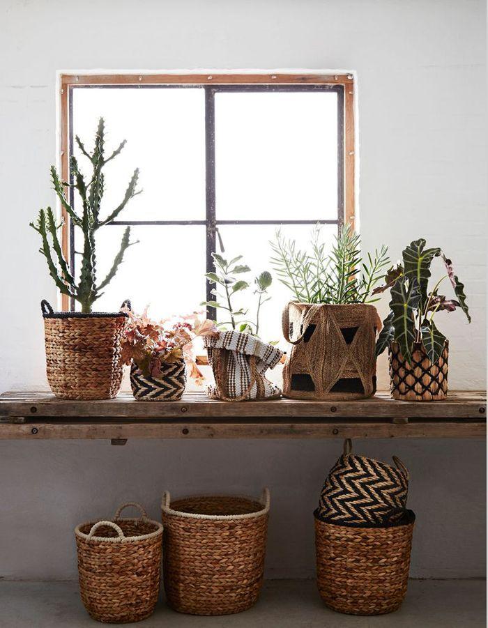 Une décoration végétale via des plantes accumulées dans des paniers