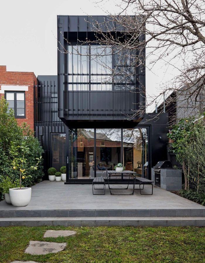 Une maison d'architecte au total look noir à Melbourne
