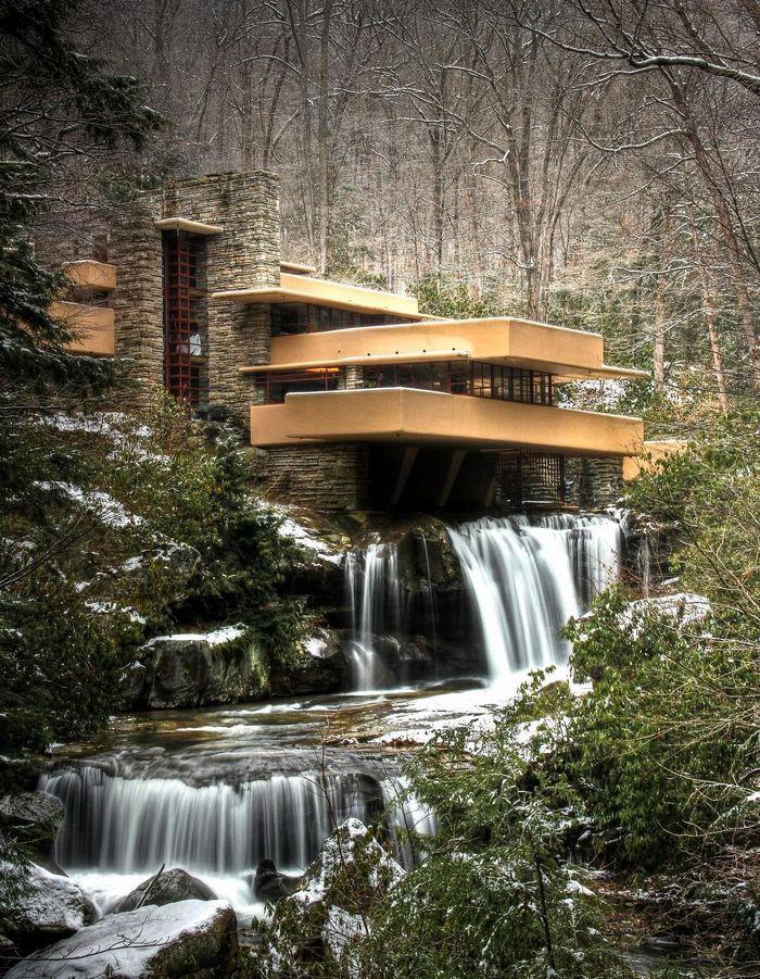 Une maison d'architecte en pleine cascade en Pennsylvanie