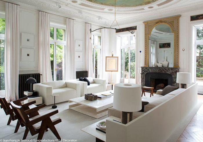 Salon blanc et lumineux