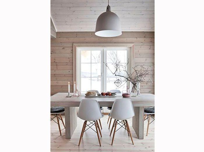 Une salle à manger de chalet scandinave