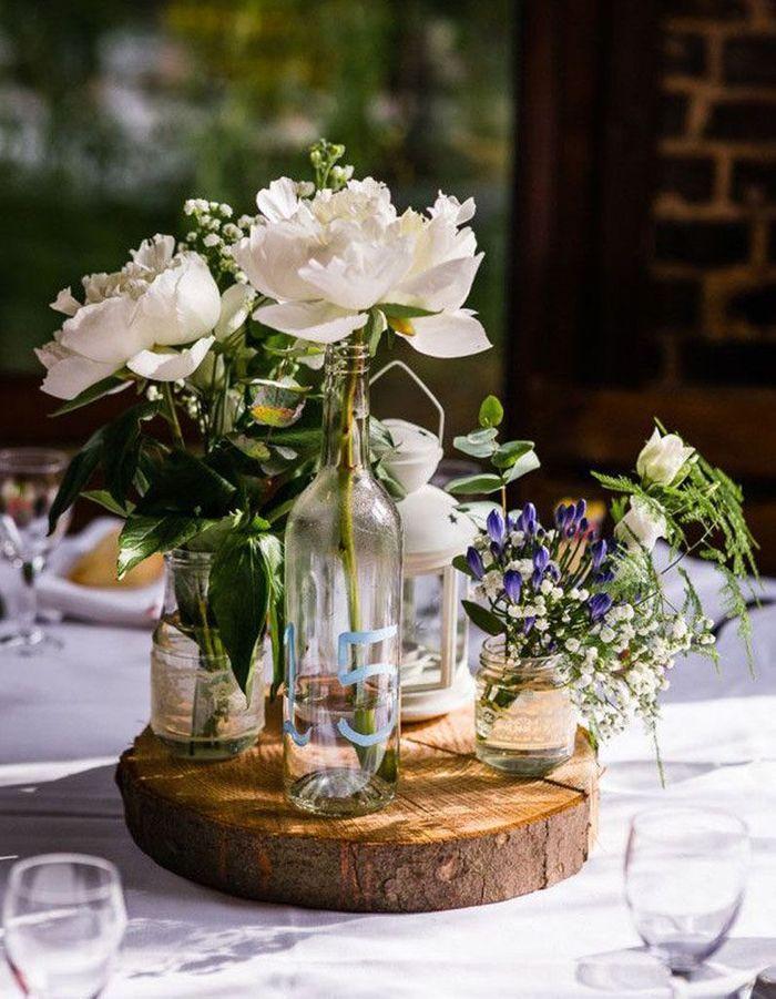 Détourner des bocaux et bouteilles en verre pour la déco de table de mariage