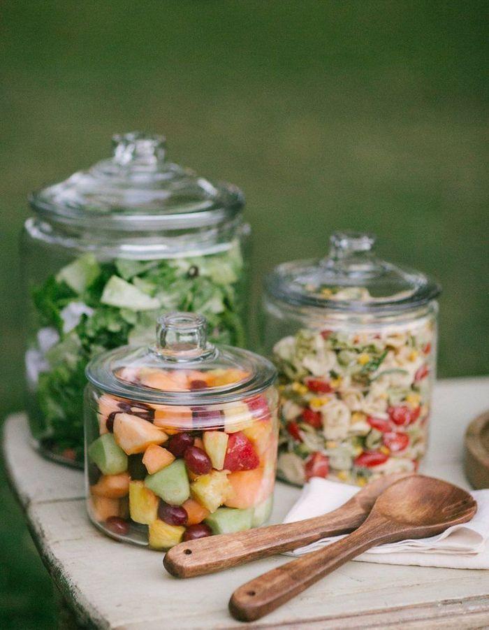 Utiliser des contenants en verre pour le buffet ou les tables de mariage
