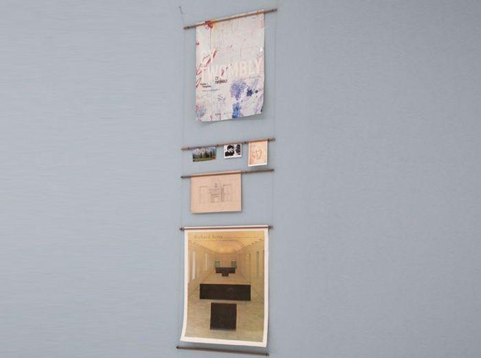 Une échelle à affiches pour décorer le mur