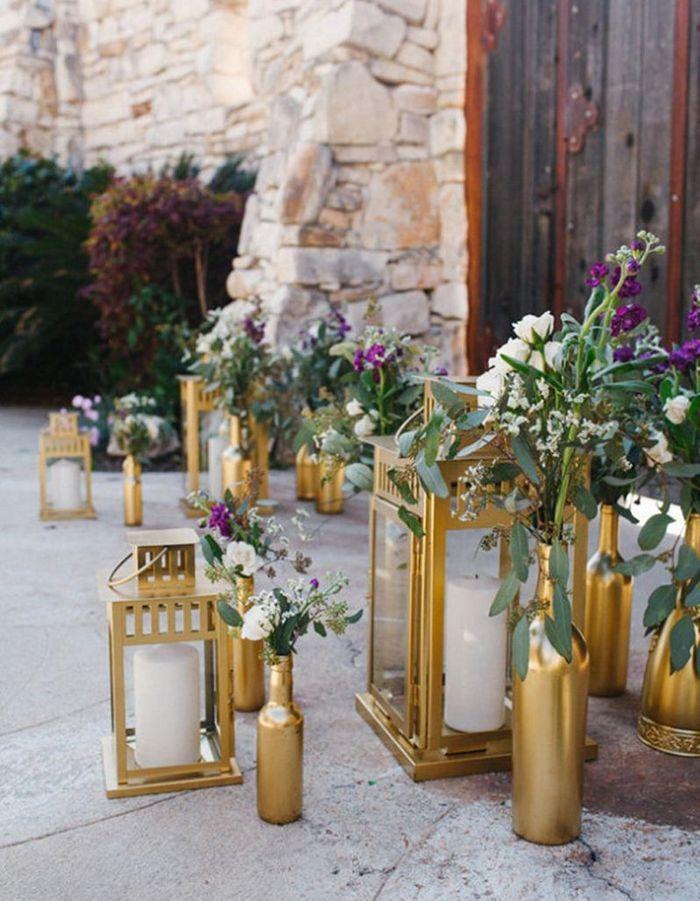 Des bouteilles et lanternes bombées pour une déco de mariage pas chère