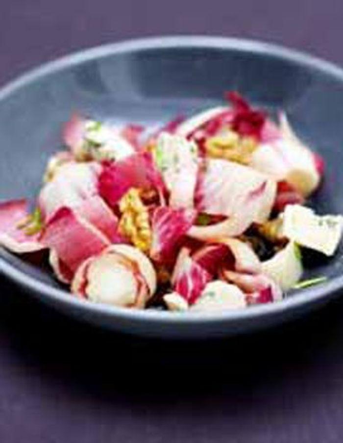 Carmines et noix en salade a la fourme d'ambert