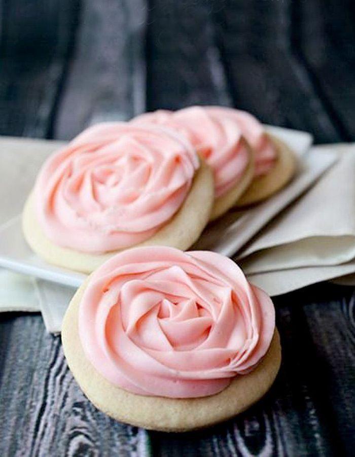 Cookies rose cake