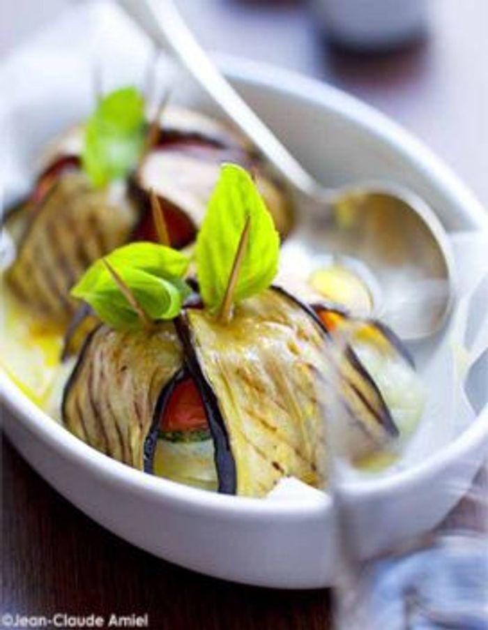 Aubergines farcies en tian de légumes et cabécou