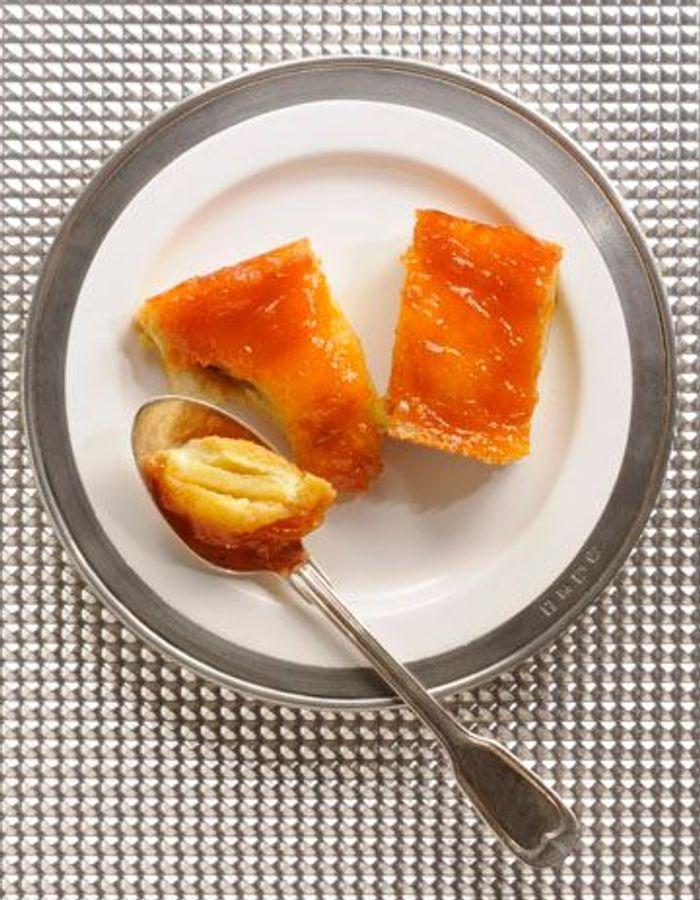 Brioche aux pommes et confiture d'abricots